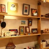 カフェ×ギャラリーが一つに。アートに囲まれたハイセンスな空間