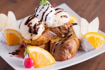 アイスクリームが2つ加わってボリュームたっぷり!『フレンチトースト』
