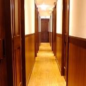 接待やデートなど、ゆっくり語り合いたい時に最適な個室を用意