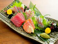 その時期美味しい鮮魚を集め、贅沢に盛り合わせた『お造り』