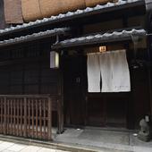 四条通から少し入ったところにある、隠れ家レストラン