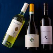 コースでは、ソムリエでもあるシェフが当日の料理からおすすめの一本をセレクト。ワイン会などのイベントも定期的に開催。知識を深めることで、よりイタリア料理とワインを楽しむことができます。