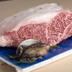割烹料理と言えば、接待や顔合わせで利用される方など目的を持たれている方が多く利用されているイメージもあります。しかしながら、ここにはひとりで訪れる人も多いようです。