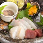 透き通った出汁の中には、季節を彩る料理が置かれています。画像は夏の椀として、具材は鱧を選択。椀の中にも、旬を見つけることが出来ます。
