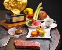 極上サーロイン150gを堪能。究極の贅沢『神戸ビーフコース』