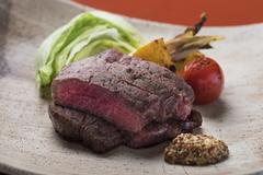 メインは旬のお魚をこだわりの炭火焼きでご提供。 炭火焼き会席におすすめの逸品が付いたお得なプラン。