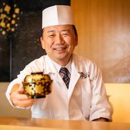 ゲストの笑顔が見たいから、その思いで料理を提供。おいしい料理を食べたとき、人はホッとした笑顔になります。ゲストの幸せなひとときを願って料理をしているとのこと。