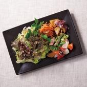 素材の美味しさを堪能できる『グリーンサラダ&選べるDeli』