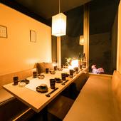 カジュアルな個室。夜景の見える大部屋。個室は大小さまざま