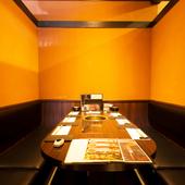 隣席を気にすることなく、上質な肉を味わえる全席個室・半個室