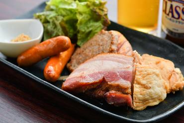 北海道産の肉の旨味が凝縮した『北海道肉盛り』