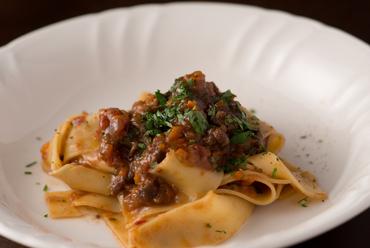 鹿肉の独特の香りと食感がくせになる『パッパルデッレ』
