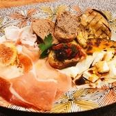 多彩な料理を楽しめる『アンティパストの盛り合わせ 5品』