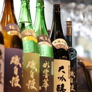 日本酒は、静岡の地酒オンリー。11銘柄、27種類の地酒が揃えられています。中でもオススメは、焼津の銘酒『磯自慢』。しぼりたて本醸造や特別本醸造山田錦などがあり、飲み比べもできます。