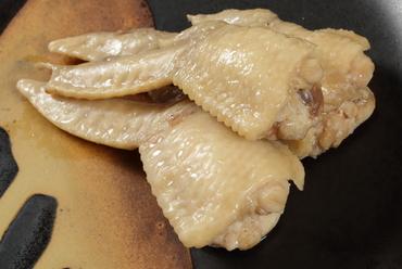 ぷりっとした食感がくせになる『いき×2鶏の蒸し手羽』