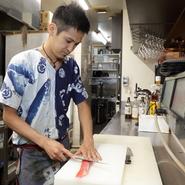 ゲストへの気遣いを大切にしているという長田氏。長年の修業経験を活かし、地元の食材がメインのバリエーション豊富なおいしい料理でもてなしてくれます。
