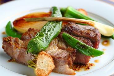 素材の味と風味を逃がさず調理『鹿児島産黒豚とお野菜の薪火焼』