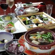 (選べるメイン) ●特選 スッポン鍋(丸鍋) ●贅沢 牛ハラミステーキ(100g) ※プラス2500円で二つのメインをお付けできます。