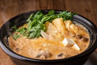 厳選された山芋を使用。美味しく食べて健やかに美しく!『名物!自然薯とろろ鍋』