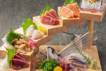 鮮魚介の旨みをたっぷり味わえる『お造り 階段盛り』