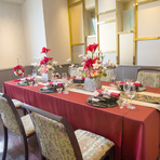 落ち着いたイスとテーブルの個室、老若男女問わず楽しめる懐石料理は顔合わせに最適。お土産付きの顔合わせ専用プランも用意されています。お子様連れでも利用でき、長寿祝いや就職祝いなどにもおすすめ。