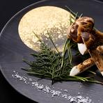 日本料理の素晴らしさは、四季折々の味が楽しめる事。小田原の旬魚や県内の旬の地場野菜など、選りすぐりの食材を取り入れた料理で季節の味を堪能できます。