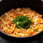 岩手県産プレミアム米「いわて純情プレミアムひとめぼれ」は【星のなる木】のために特別に栽培された米。農薬使用回数を通常の1/4に削減し、玄米粒の大きさも2ミリ以上と大粒です。旬食材と合わせて炊き込みご飯に。