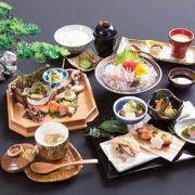 少量多品種の日本料理が楽しめます。 1つ1つ丁寧に仕上げた料理は見た目も華やかな献立です。  ●お電話にてご予約ください