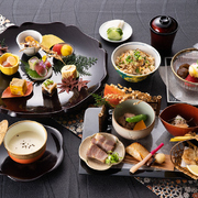 賀寿や結納・顔合わせをはじめとするお祝いなど、大切な会食に最適。一皿一皿拘りの逸品が咲き誇ります。  ●詳細はコースメニューをご覧ください