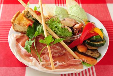 バラエティに富んだ料理を味わえる『5種の彩りアンティパスト・ミスト ピッコロ』