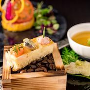 非日常の贅沢を楽しむ女子会に人気。とくにランチの『レーヴ』は7品のフルコースが5000円と、高コスパ。旬食材をたっぷり使った華やかな皿が次々と登場し、サプライズ感も抜群。記憶に残る味と演出をどうぞ!