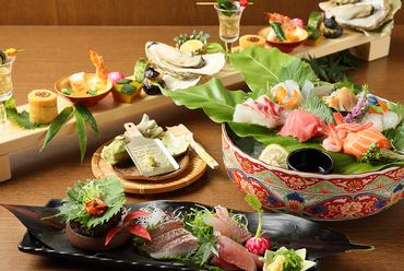 近海で水揚げされた新鮮な魚介を味わう『地魚の厳選盛り合わせ』