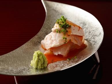 熟練の包丁捌きも必見。魚の美味しさを極めた『季節のお造り』