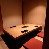 全席が和モダンの個室空間。旅館の離れでくつろぐような心地よさ