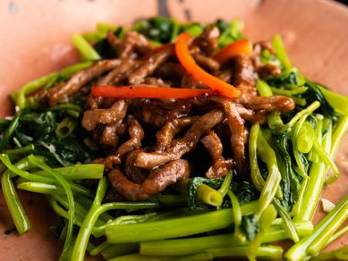 シャキッとした食感が際立つ『空心菜と牛肉炒め』