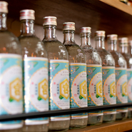 関東では多くの居酒屋で親しまれている『キンミヤ焼酎』。スッキリとした飲み口、クセが少ない甘い香りがレモンサワーにぴったりです。【あかね家】では各種サワーで堪能できます。