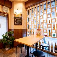 気楽な大衆居酒屋ですが、清潔がありモダンな雰囲気なので女性もくつろげます。一人飲み、友人同士の語らい、グループでの宴会など幅広く利用したいお店です。