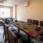 大切な日の食事や接待、デートなど、さまざまな用途で利用できるテーブル席。料理人がもてなしの心でつくる本格和食をカジュアルに食べられるのが魅力です。