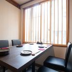 しっとりとした雰囲気のテーブル席は、会社宴会にもオススメ。県外のゲストをもてなす宴会や、上司を交えた大事な宴会等に最適です。2名から、最大14名まで対応可能。