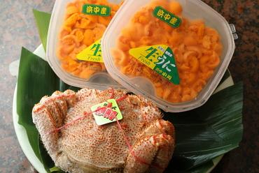北海道産食材の代名詞、産直ならではの新鮮なおいしさが光る『塩水ウニ&カニ』