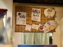 旬の料理や食材は、女将が手書きした粋なメニューでチェック