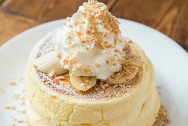 クリームチーズ入りの生地がフワッフワ。ほとんどのゲストが注文するという『オールウェイズパンケーキ』