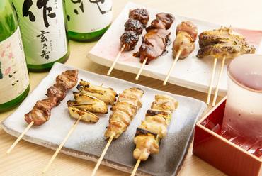 鶏肉の濃厚な旨味とあふれる肉汁を堪能する『串焼き』