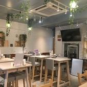 カフェのような店内は一人でも入りやすい雰囲気