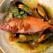 季節や仕入れにより使われる魚はさまざま、ナポリの伝統的な味『本日の鮮魚一尾まるごとアクアパッツア』