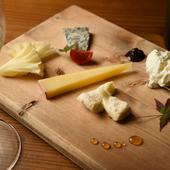 生産者と密な繋がりあるからできる品揃え『チーズプロフェッショナル セレクト日本チーズ盛り合わせ』