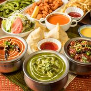 全11種または全13種類の料理が食べ放題になる2つのコースが用意されています。どちらもおつまみやサラダから、タンドリーチキンやシークカバブまで味わえる充実した内容。インドカレーの魅力を堪能できます。