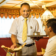 インド料理に慣れていない方には、わかりやすい説明を心掛けているというオーナー。カレーの食べ方や注文の仕方などでわからないことがあれば、オーナーに気軽に声をかけてみてください。