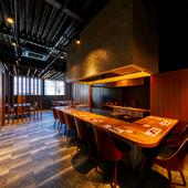 天井が高く、開放感のあるスタイリッシュな空間