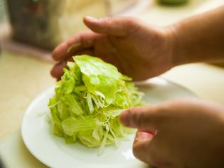 2種類のドレッシングによる深い味わいのサラダ